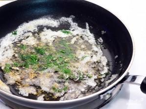 Картошка с чесноком и укропом - фото шаг 4