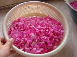 Розовое варенье пятиминутка - фото шаг 3