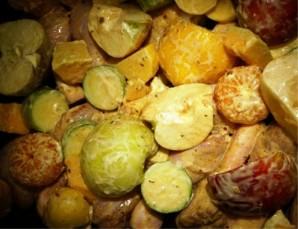 Курица с овощами и фруктами  - фото шаг 4