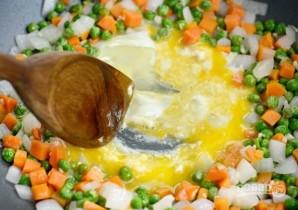 Коричневый рис с яйцом и овощами - фото шаг 3