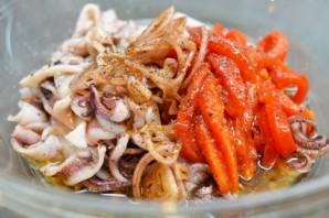 Диетический салат из кальмаров - фото шаг 6