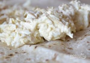 Лаваш с плавленым сыром и яйцом - фото шаг 4