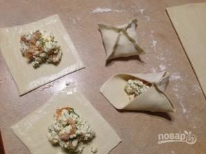 Слоеные конвертики с лососем и брынзой - фото шаг 6