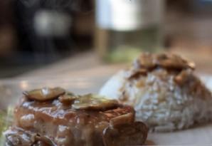 Свинина, запеченная с грибами - фото шаг 9