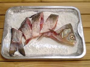 Жареная рыба с овощами - фото шаг 3