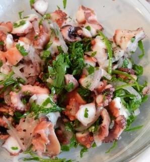 Салат из осьминогов - фото шаг 8