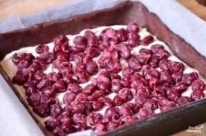 Шоколадный пирог с творогом и вишней - фото шаг 3