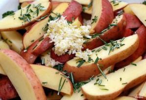 Картофель с розмарином и чесноком - фото шаг 2
