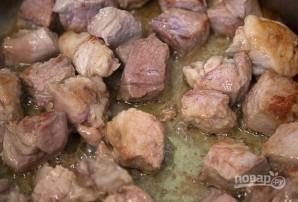 Свинина, тушенная с айвой - фото шаг 1