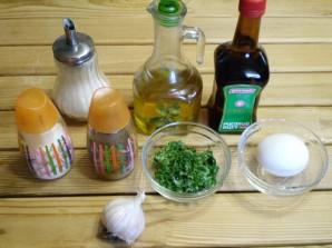 Домашний майонез на курином яйце с чесноком и зеленью - фото шаг 1