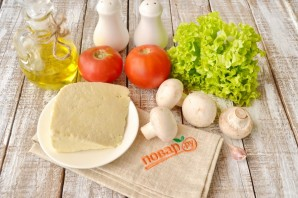 Теплый салат с жареным сыром - фото шаг 1