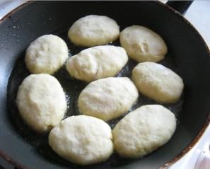 Картофельные пирожки с мясом - фото шаг 6
