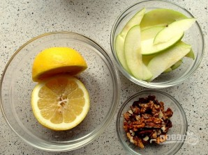 Рецепт салата из сельдерея и яблок - фото шаг 1