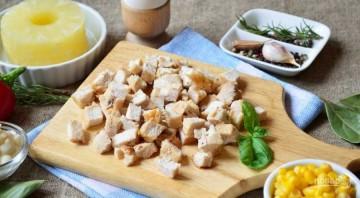 Салат с ананасами и курицей - фото шаг 1