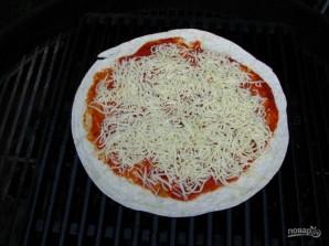 Сырная пицца на гриле - фото шаг 4