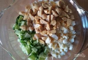 Салат с консервированными шампиньонами - фото шаг 5