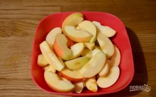 Шарлотка с яблоками и медовым бисквитом - фото шаг 2