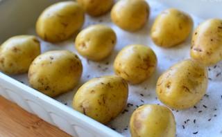 Картошка, запеченная в соли - фото шаг 2