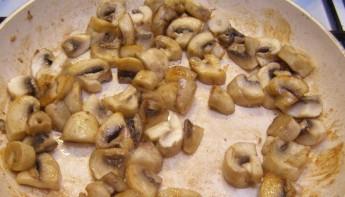 Курица с грибами в сливках - фото шаг 6