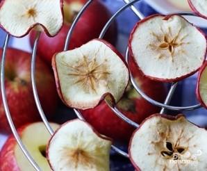 Яблочные чипсы в микроволновке - фото шаг 3