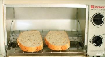 Сэндвич с колбасой - фото шаг 1