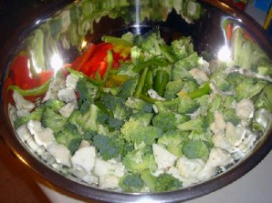 Овощной салат с креветками и лимоном - фото шаг 9