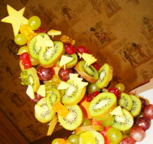 Елочка из фруктов - фото шаг 8
