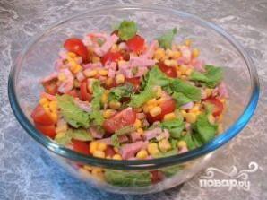 Салат с креветками и кукурузой - фото шаг 4