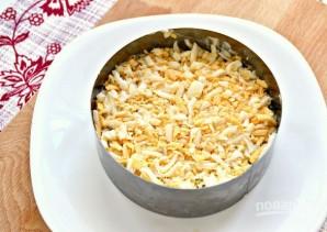 Слоеный салат с маринованными грибами - фото шаг 4