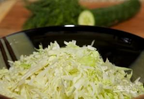 Салат с капустой и огурцом - фото шаг 2