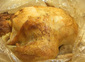 Фаршированная курица в рукаве - фото шаг 9