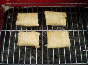 Лаваш с сыром и помидорами на костре - фото шаг 5
