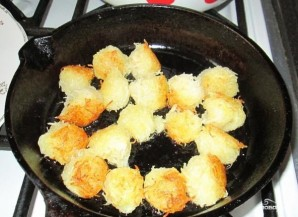 Картофельные шарики на сковороде - фото шаг 3