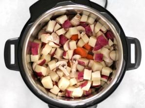Тушеное мясо с картофелем в мультиварке - фото шаг 4