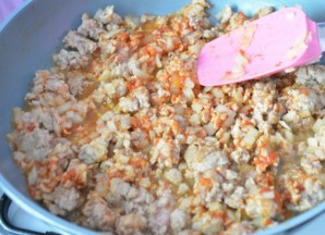 Омлет с фаршем на сковороде   - фото шаг 2