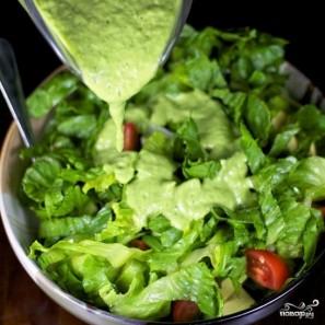 Зеленый салат с помидорами и авокадо - фото шаг 10