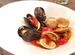 Морепродукты в томатном соусе - фото шаг 9