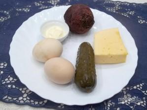 Салат со свеклой, сыром и яйцами - фото шаг 1