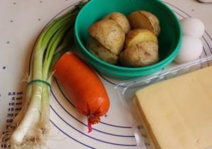 Картофельные биточки с сардельками - фото шаг 1