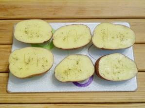 Картошка с салом и чесноком в духовке - фото шаг 5