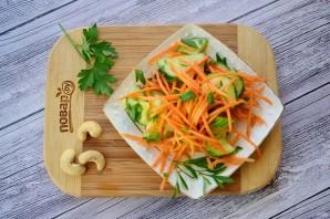 Пикантный салат из огурцов и моркови - фото шаг 3
