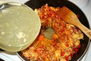 Паэлья с курицей и креветками - фото шаг 10