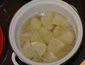 Сосиска в тесте с картошкой - фото шаг 1