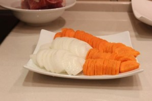Свинина с овощами на сковороде - фото шаг 3