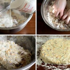Лепешки с беконом, луком и сыром - фото шаг 4