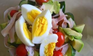 Салат с мясом, помидорами и яйцами - фото шаг 4