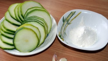 Жареные кабачки в кляре с сыром - фото шаг 1