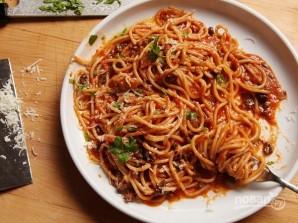 Паста с анчоусами и оливками - фото шаг 5
