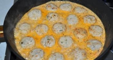 Тефтели куриные в сметанном соусе - фото шаг 6