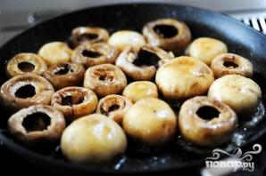 Запеченные грибы с сыром бри - фото шаг 1